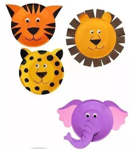 盘子小动物矢量图